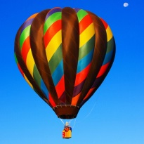 Quelle: www.piqs.de © Fotograf: Beverly & Pack – Titel: Fly Me to the Moon, by way of a Hot Air Balloon