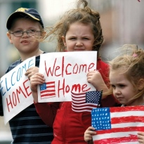 Quelle: www.piqs.de © Fotograf: The National Guard – Titel: Children welcome Georgia National Guardsmen home from...