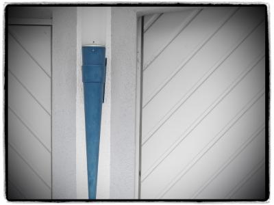 Interim_Management_Blog_Foto_Juergen_Becker_Linien_in_weiss_und_blau