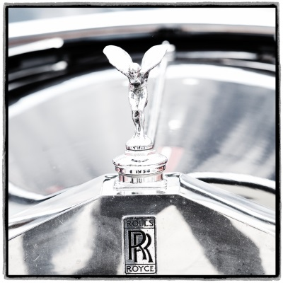 Interim_Management_Blog_Foto_Juergen_Becker_Detail_Rolls_Royce_Kühler_mit_Emily_Paul_Pietsch_Classic_Offenburg_2019